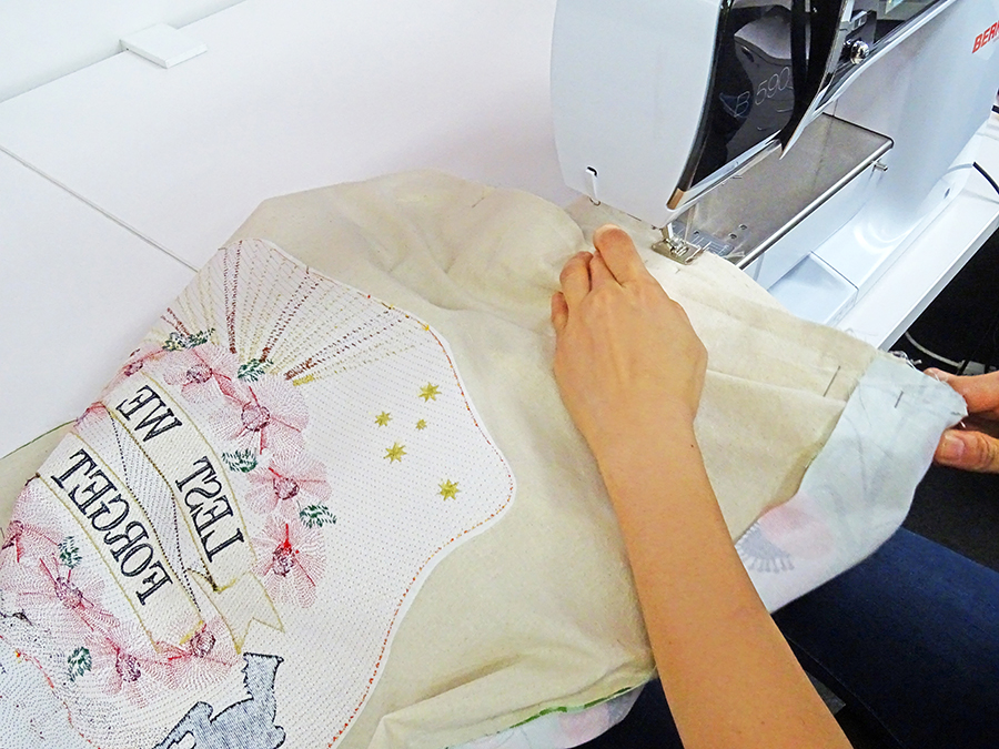 Sewing - demonstration of embroidery digitizing in Wilcom EmbroideryStudio